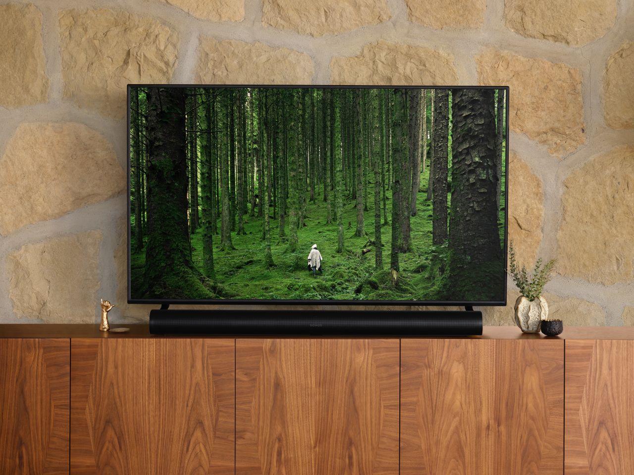 Der Sonos Arc unter einem TV